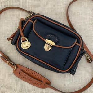 Vtg. Dooney & Bourke Navy Tan Small Kilty R44 Bag